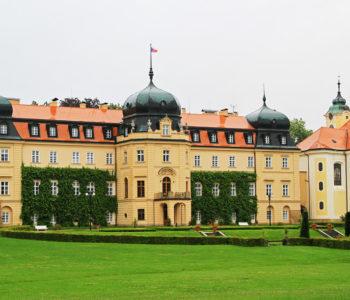 Barokní zámek v obci Lány